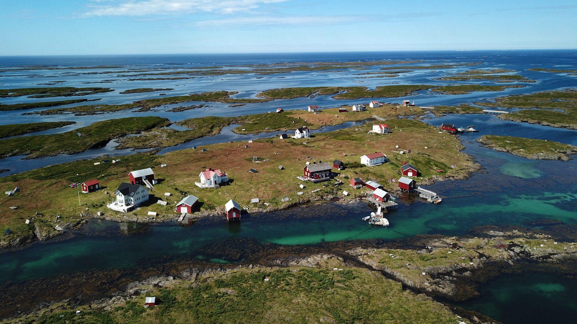 Dronebilde av øya Lånan